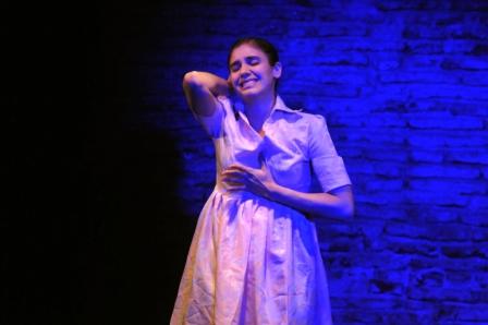 28 - Paloma Santos